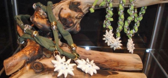 Necklaces, bracelets and rings - wooden jewelry products in Val Gardena